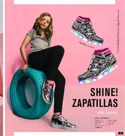 Ofertas de Zapatillas  en el folleto de Mía Store en Lima